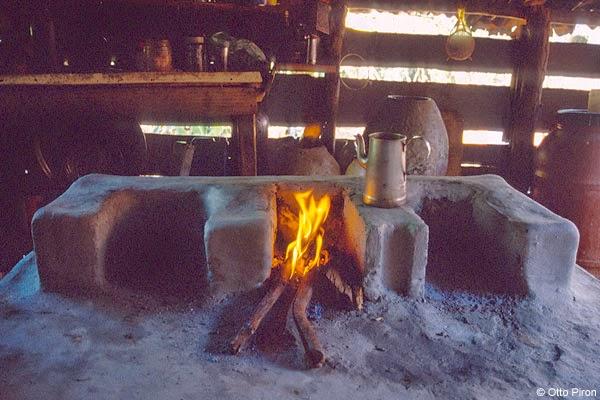en el siglo xix aumenta la variedad de materiales y encontramos desde cacerolas de cobre o hierro forjado a cacerolas de aluminio