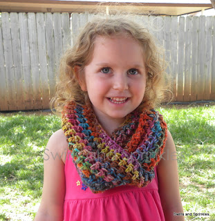 Swirls and Sprinkles: Free crochet infinity wrap/cowl pattern