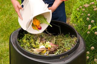 Komposzt trágya a kertben