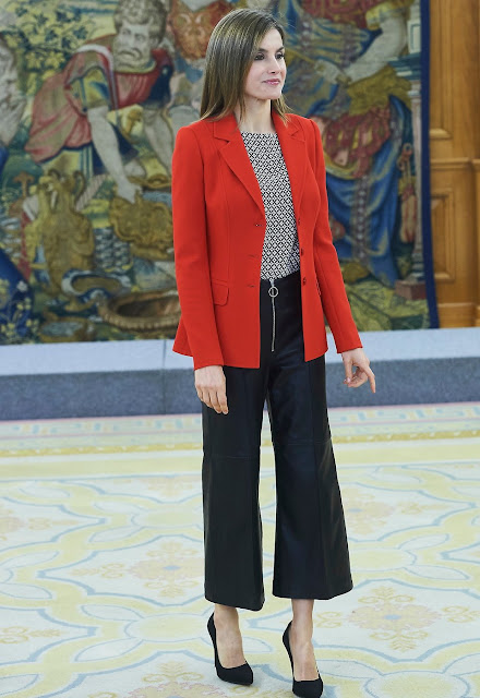 Queen Letizia met with the winners of the 2015 'National Fashion Awards. UTERQUE Nappa Trousers, CAROLINA HERRERA blouse