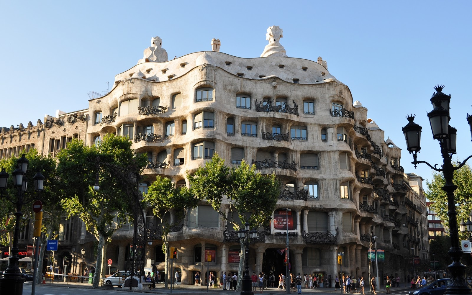 the gaud buildings in barcelona by zubi travel. Black Bedroom Furniture Sets. Home Design Ideas