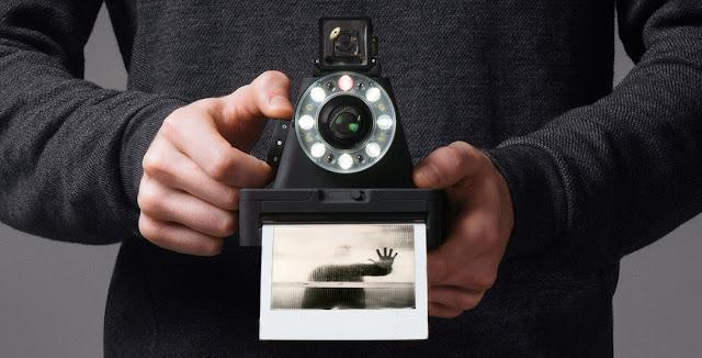 La fotocamera per polaroid Impossible Instant Camera l-1