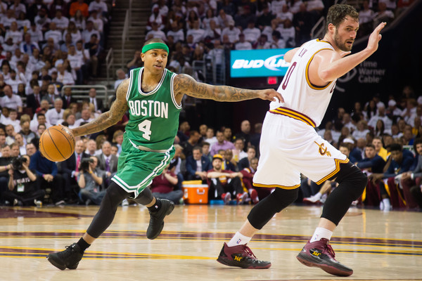 Isaiah Thomas crosse Kevin Love
