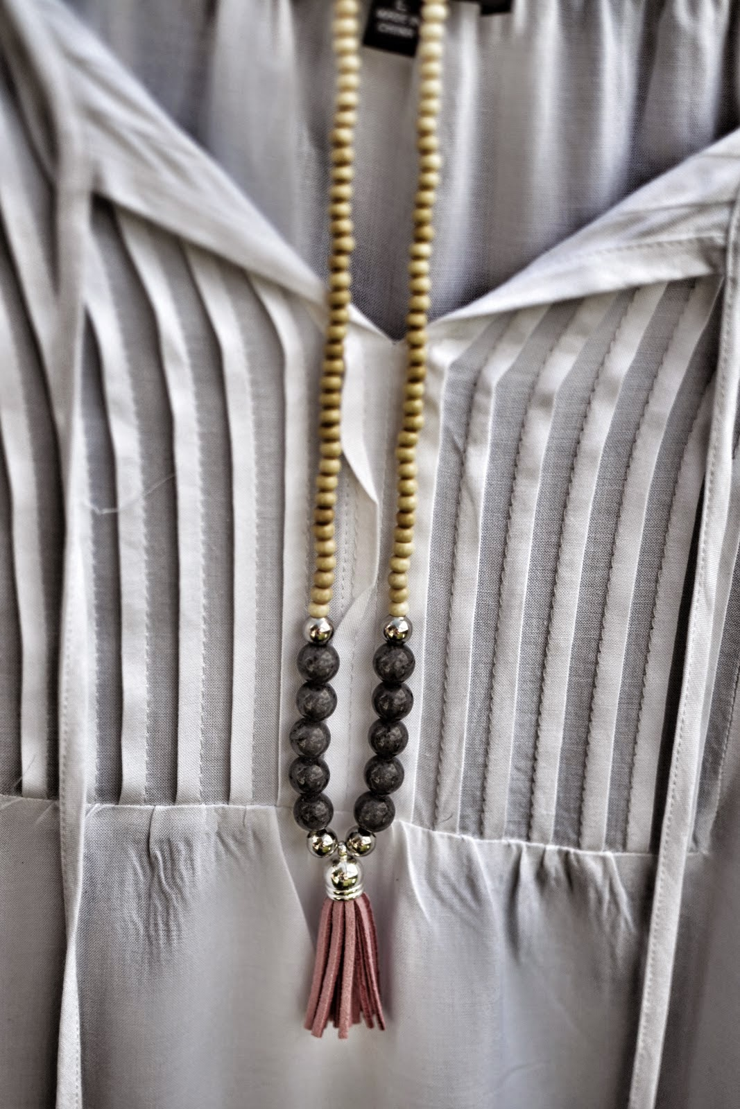 http://plentyofpaprika.blogspot.com/2014/07/4-easy-and-stylish-diy-necklace-designs.html