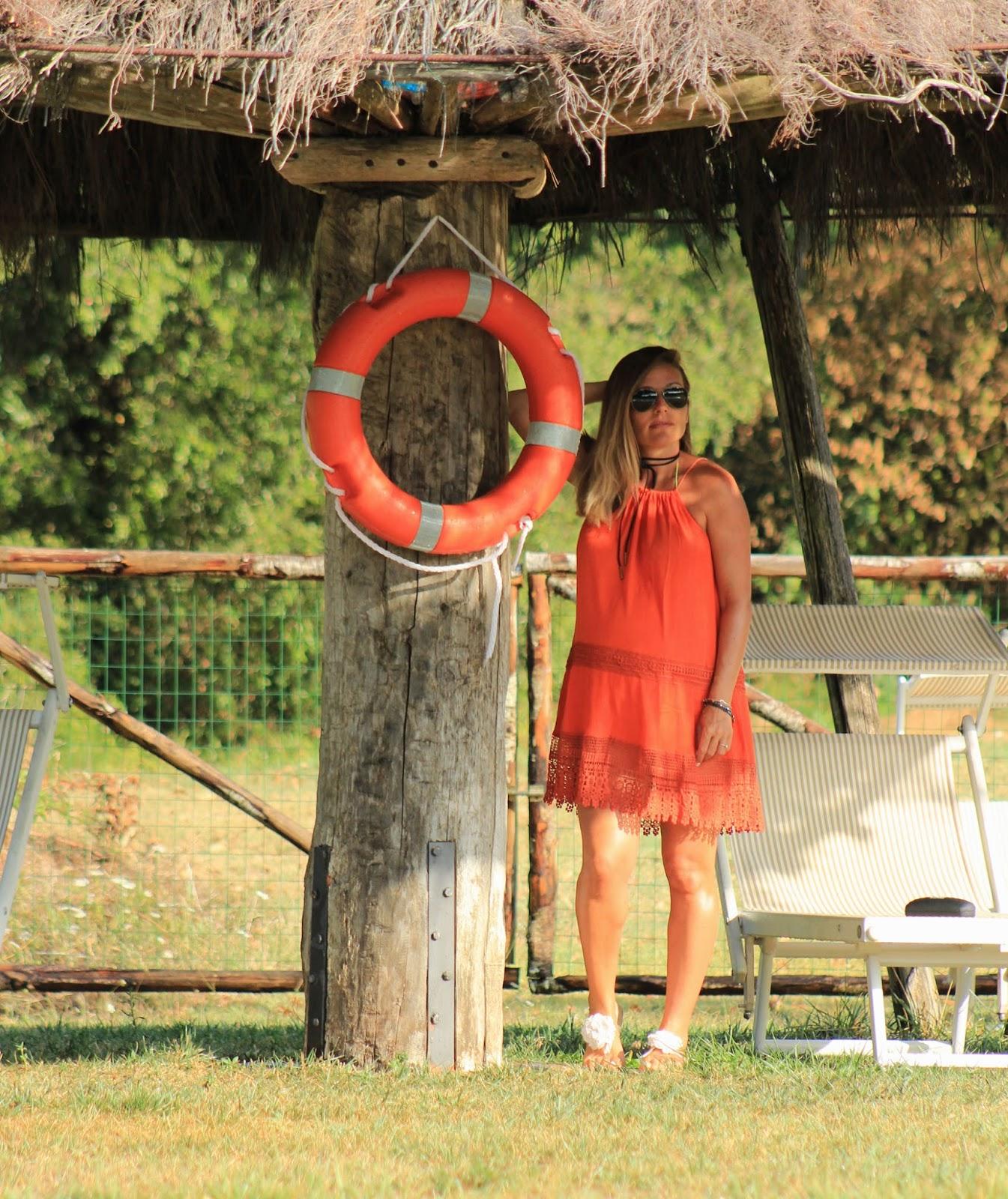 Come abbinare un abito arancione - Eniwhere Fashion