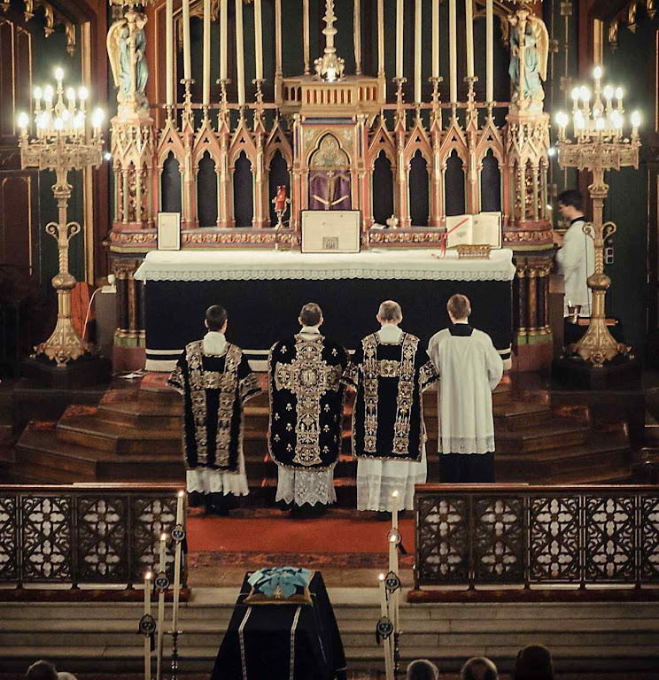 Missa de réquiem em St-Eugene Ste-Cecile pelo rei Luís XVI, da França