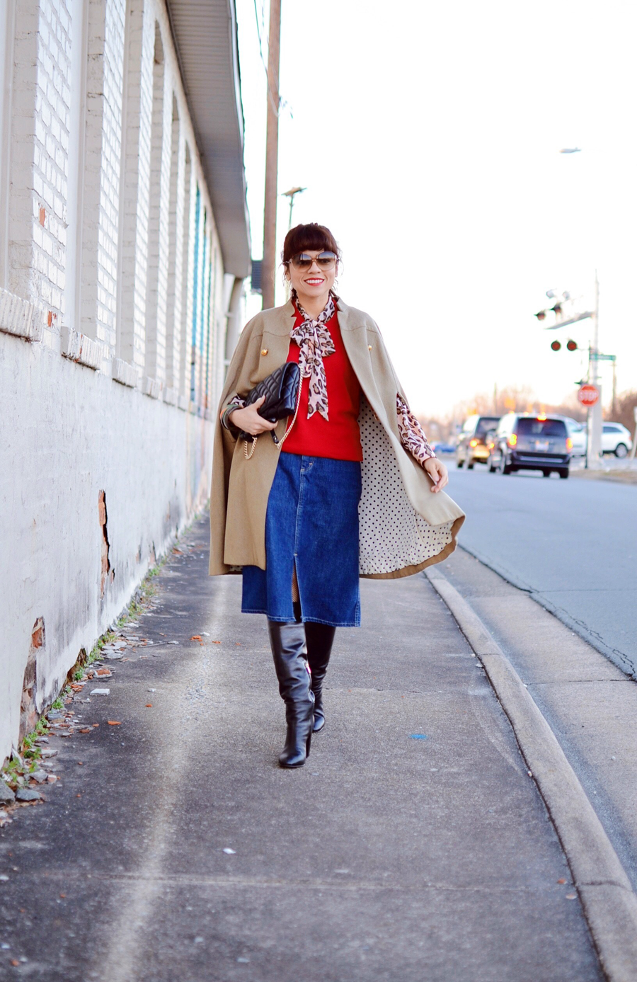 Outfit with a cape and denim skirt