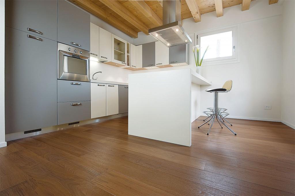 parquet massif pour cuisine interesting parquet cuisine ouverte prcdent suivant with parquet. Black Bedroom Furniture Sets. Home Design Ideas