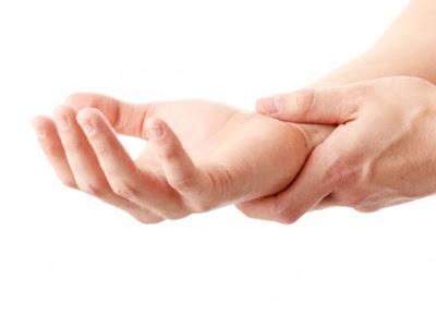 Trị bệnh tê bàn tay phải