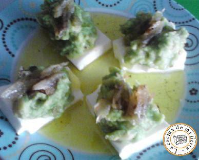 queso fresco con guacamole y salazón