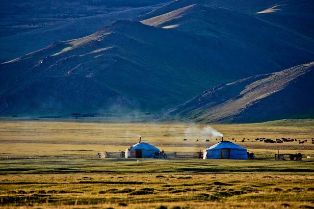 Gers. Terkhiin Tsagaan Nuur National Park, Mongolia