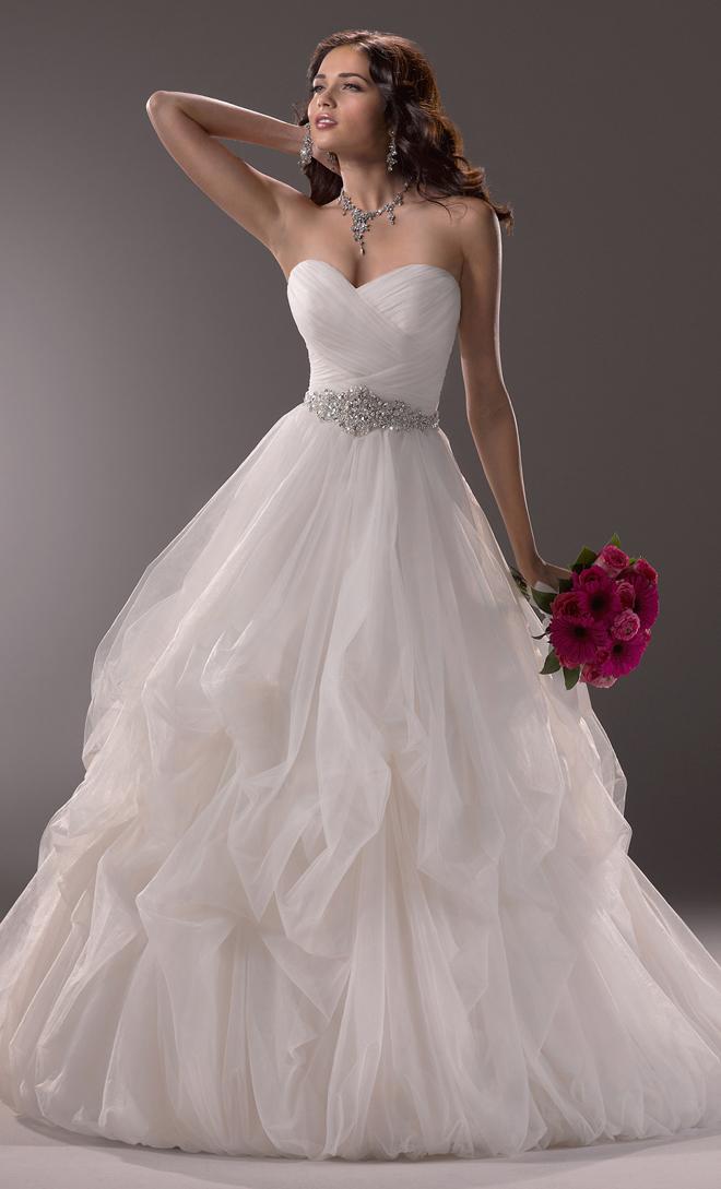 gelinlik-moda-nakis-isleme-boncuk-evlilik-hazirliklari-dugun