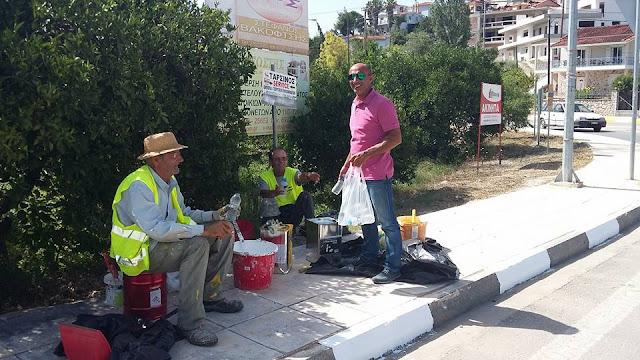 Ο Δήμος Ναυπλιέων διανέμει παγωμένα νερά στο προσωπικο της καθαριότητας