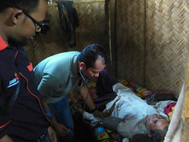 Pemeriksan Senimin oleh dr. Nurrahman bersama Team Lazismu KL Pakusari