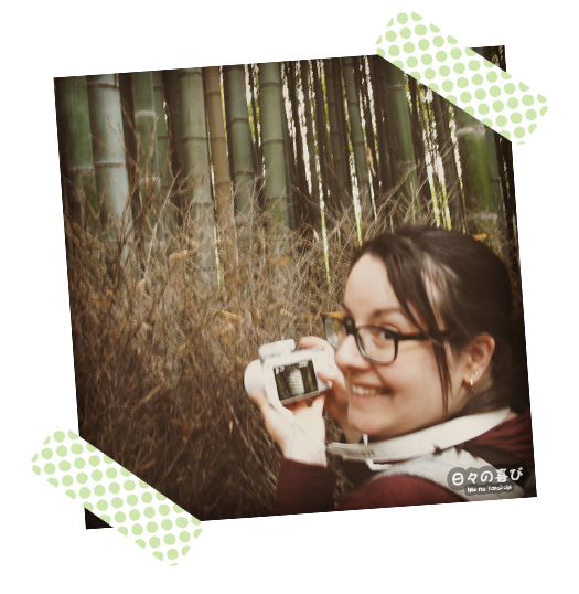portrait Céci dans la bambouseraie d'arashiyama sourire