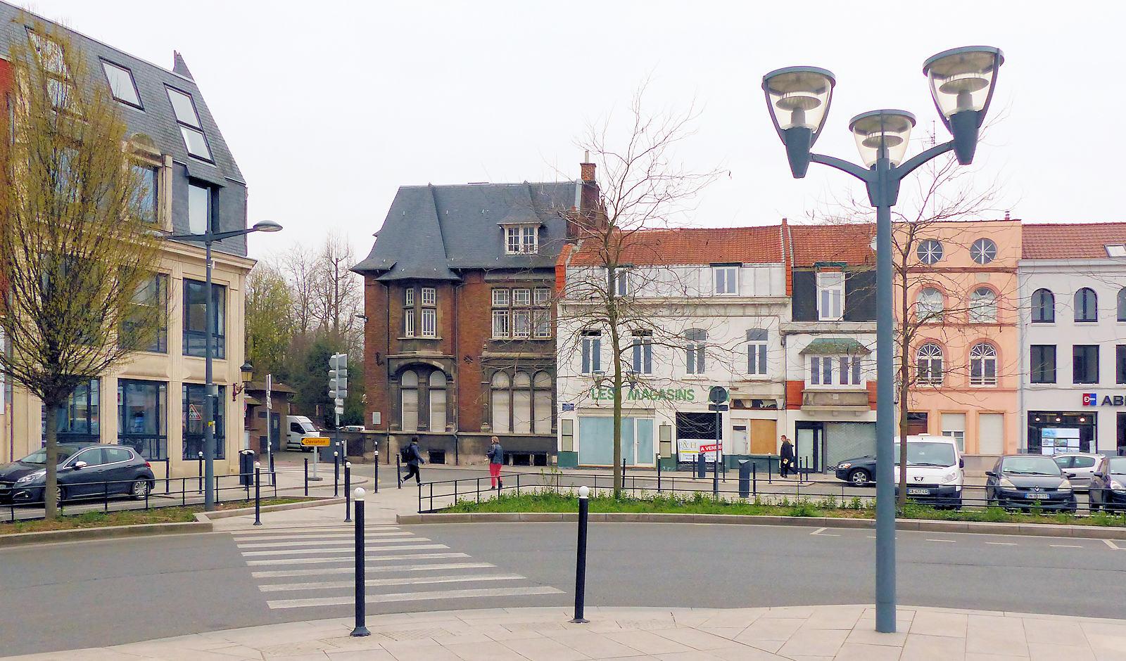 Notaires Laevens et Lambert depuis la Place Roussel