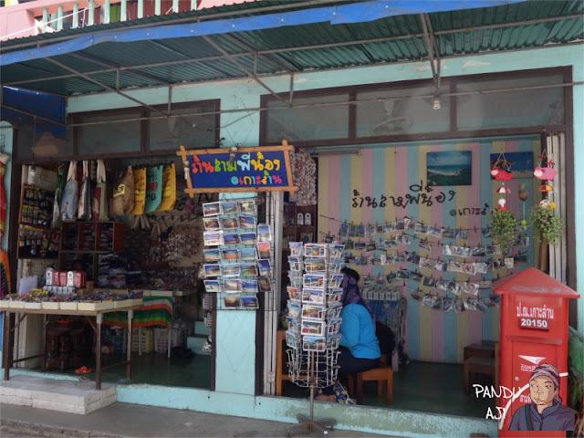 Penjual Postcard