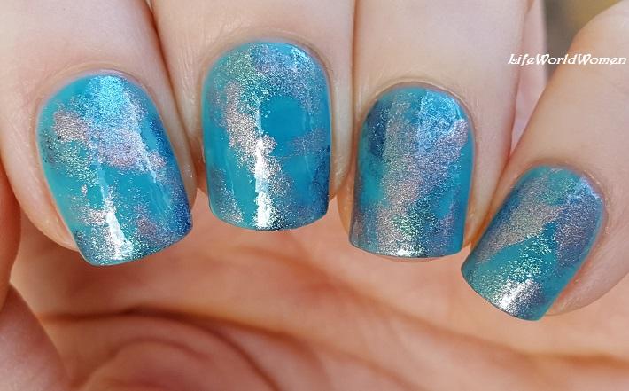 Life World Women: Turquoise Blue Sponge Nail Art