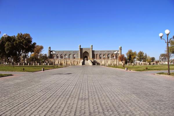 Ouzbékistan, Kokand, place Mukimi, palais de Khodayar Khan, © L. Gigout, 2012