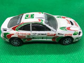 TOYOTA Celica GT-FOUR のおんぼろミニカーを側面から撮影