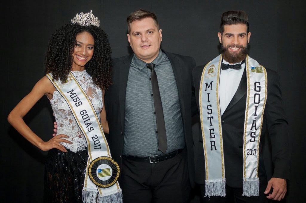 Thiago Michelasi, presidente do concurso Miss e Mister Brasil, acompanhado da Miss e do Mister Goiás 2017. Foto: André Luz