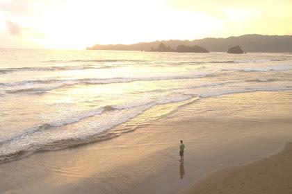 Indahnya Pantai Konang di Kecamatan Panggul