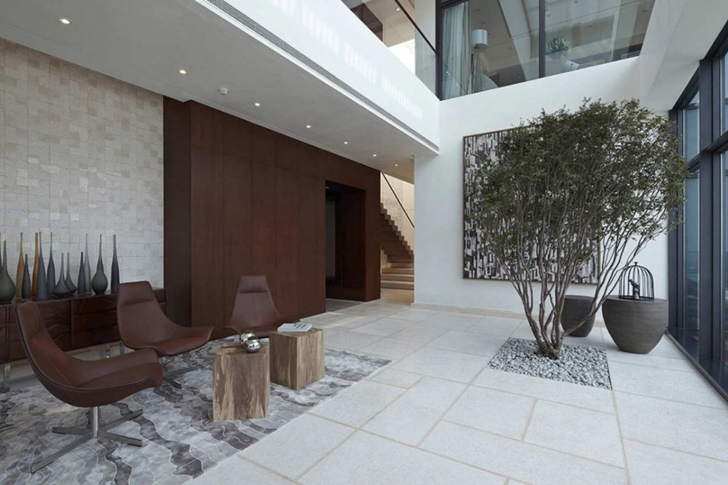 Lobby with chairs in Modern apartment in Shenzhen by Kokai Studio