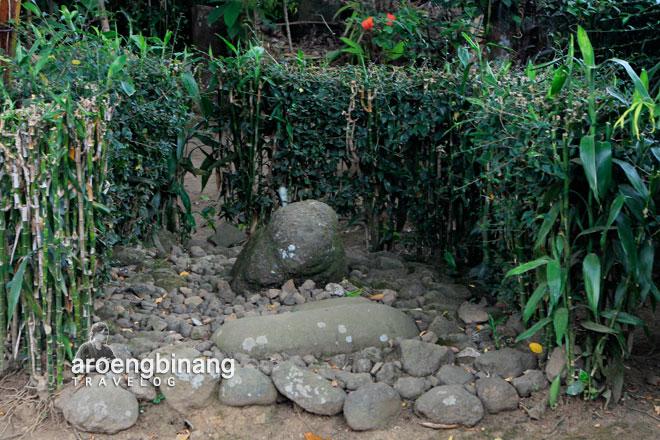 situs watu gathel karangmangu baturraden