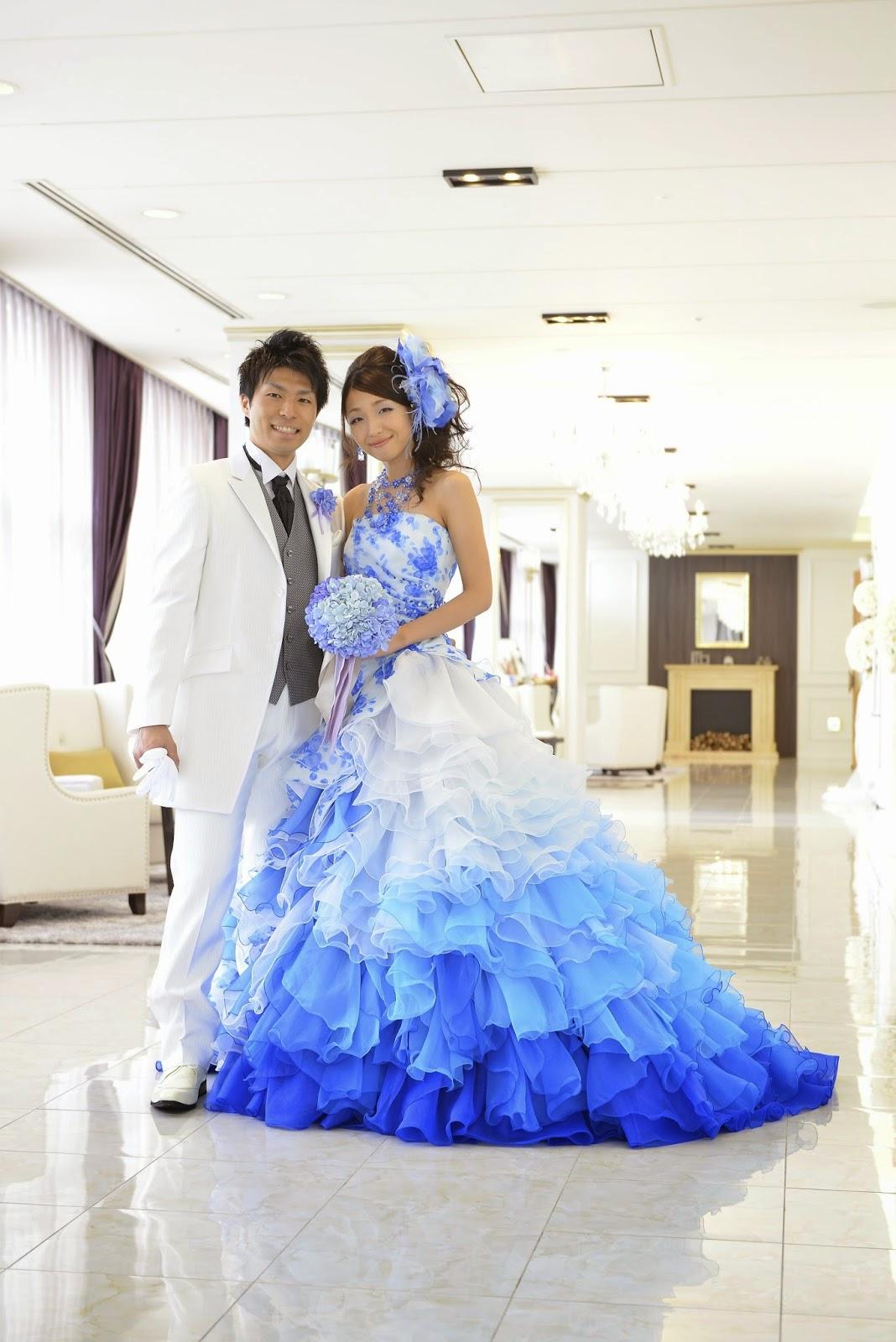 4517918ec498d 画像 水色 青(ブルー)のカラードレスを選んだ花嫁のブーケ・ヘアメイクコーディネート 新郎新婦画像まとめ