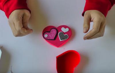 Hoàn thiện hộp quà hình trái tim