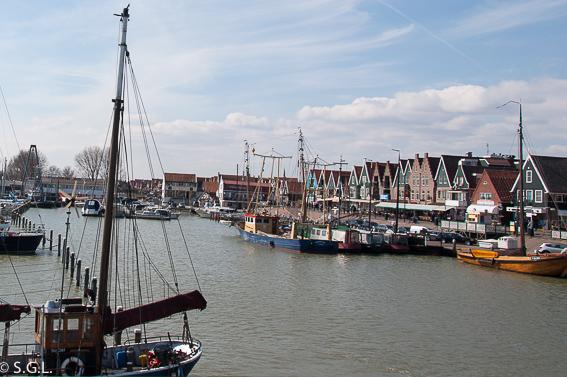 Puerto de Volendam. Excursion desde Amsterdam: Volendam, Marken y los molinos