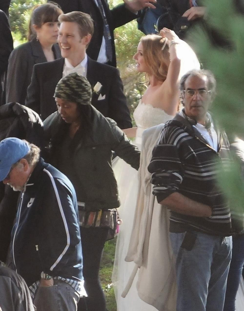 Emily vancamp photos in wedding dress on the set of revenge in palos verdes