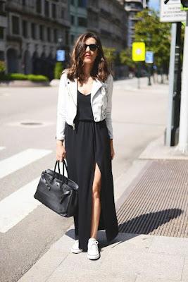 Vestido longo e tênis
