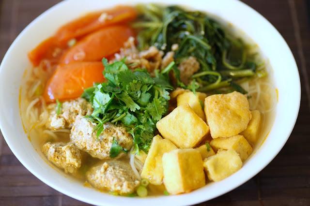 Hanoi's unique food on Phat Loc Street 2