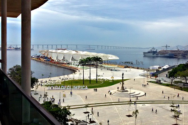Praça Mauá, Museu do Amanhã e Ponte Rio-Niterói vistos do MAR.