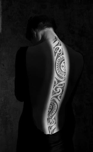 Este maravilhoso tatuagem tribal pode ou não pode ter qualquer significado, mas uma coisa é certa