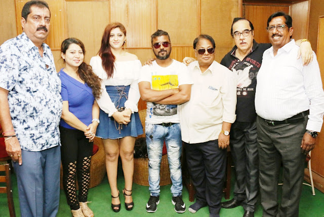 Recorded item song of Mukesh Malhotra's film, 'Rahmdil kotil'