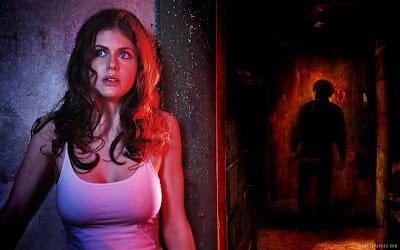 Preciosa Actriz asustada con asesino persiguiéndola