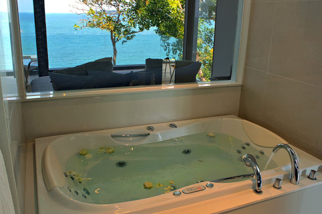 Picture of jacuzzi with the ocean view