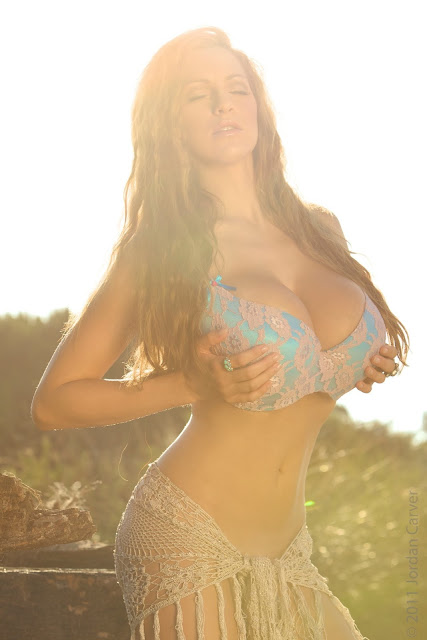 Jordan-Carver-sunrise-hot-sexy-photo-shoot-hd-image-14