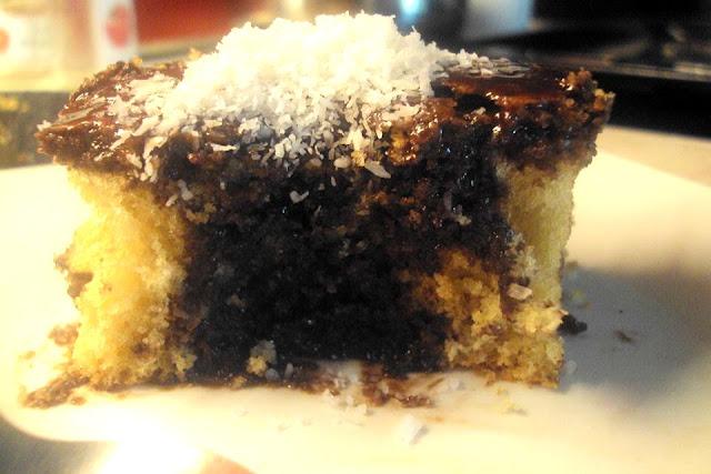 Σοκολατένιο κέικ με πολύ λίγα υλικά!!