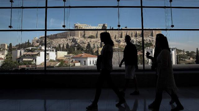 Liberation: Η Ελλάδα επιβιώνει γιατί οι πολίτες πεθαίνουν από λιτότητα