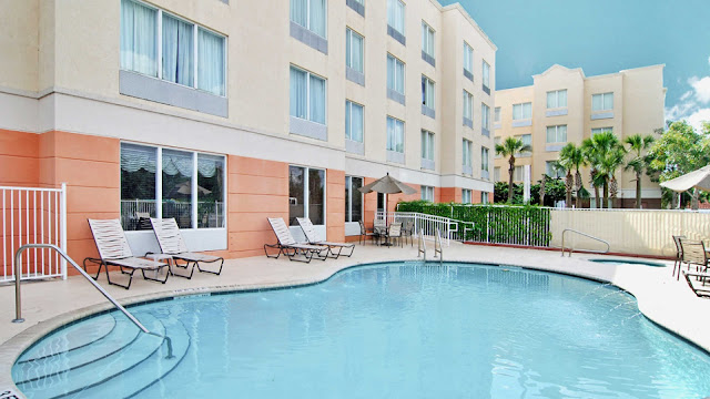 DoubleTree by Hilton Hotel Sunrise-Sawgrass Mills offers easy access to the Florida Turnpike & I-95 & is just minutes from downtown Ft. Lauderdale attractions & beaches.