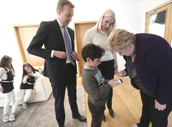 Crown Princess Mette-Marit, together with Prime Minister Erna Solberg and Minister of Foreign Affairs Borge Brende started the launch of a mobile game app