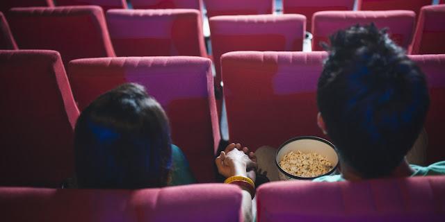 4 Hal yang Mungkin Dilakukan Cowok Saat Berdua Dengan Cewek di Bioskop!