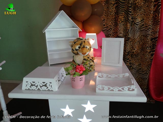 Mesa decorada da Oncinha para festa feminina