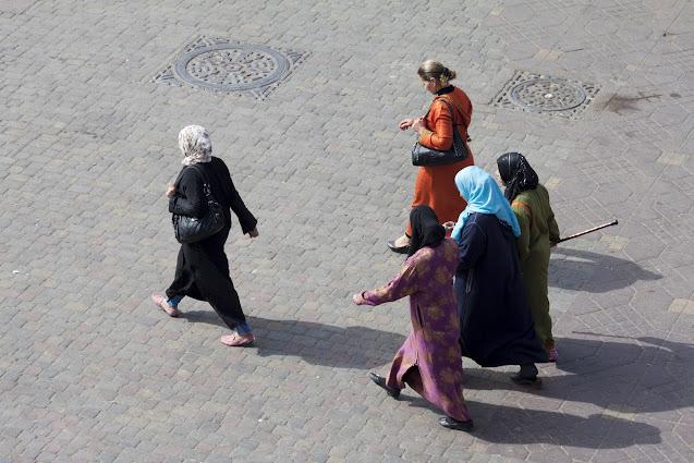 Persone a passeggio-Piazza Djemaa El Fna-Marrakech