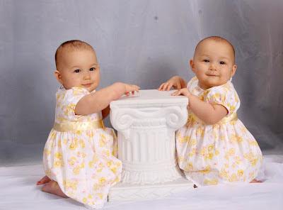 foto-bayi-kembar-cantik-lucu