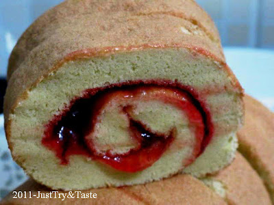 Resep Jelly Roll - Bolu Gulung Strawberry Nan Sedap! JTT