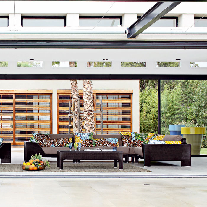 Roche Bobois Is A French Furniture Company That Has Just Released Its 2009 Spring Summer Collection Of Living Room Which Seems To Lay Heavy
